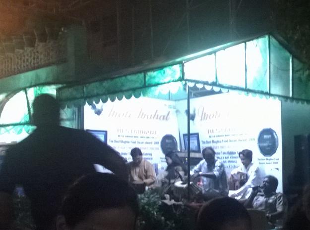cop singing moti mahal
