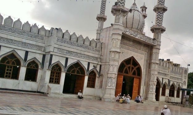 masjid faiz ilahi