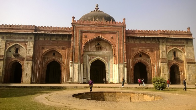 Qila-i-Kuhna Mosque in old fort