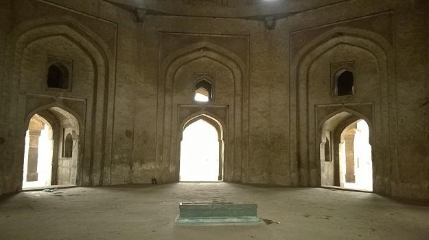adham khan tomb delhi
