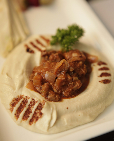 hummus pita bread with minced lamb