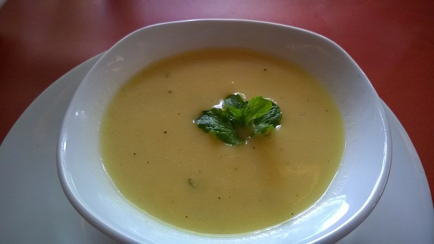 cold mango soup at Lodi Garden Restaurant