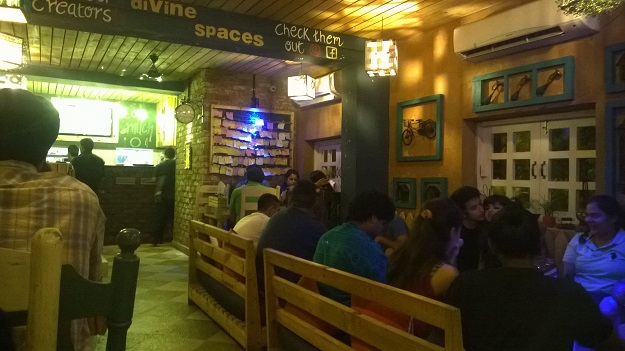 woodbox cafe satyaniketan