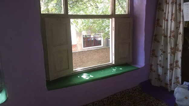 grillless window in kashmir homes