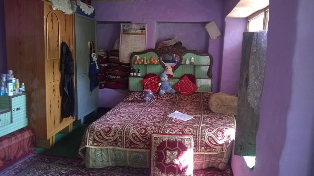 heavily carpeted bedroom in kashmir