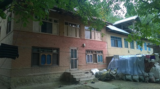 traditional house in kashmir