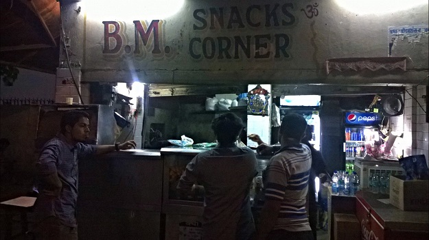 bm snacks corner mandi house