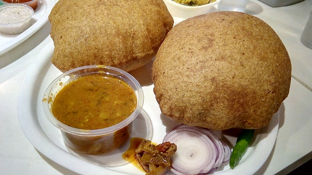 bedmi puri sabzi at evergreen delhi